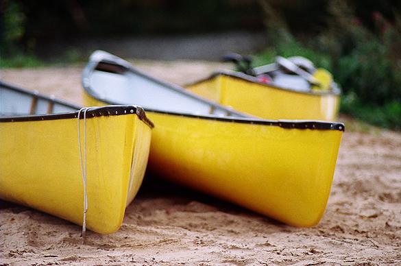 dzeltenās banān kanoe laivas