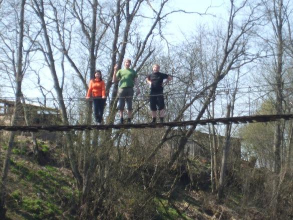 trio uz tilta