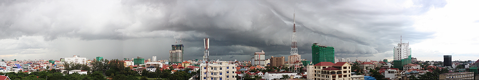 šādi izskatās debesis, kad tuvojas lietus