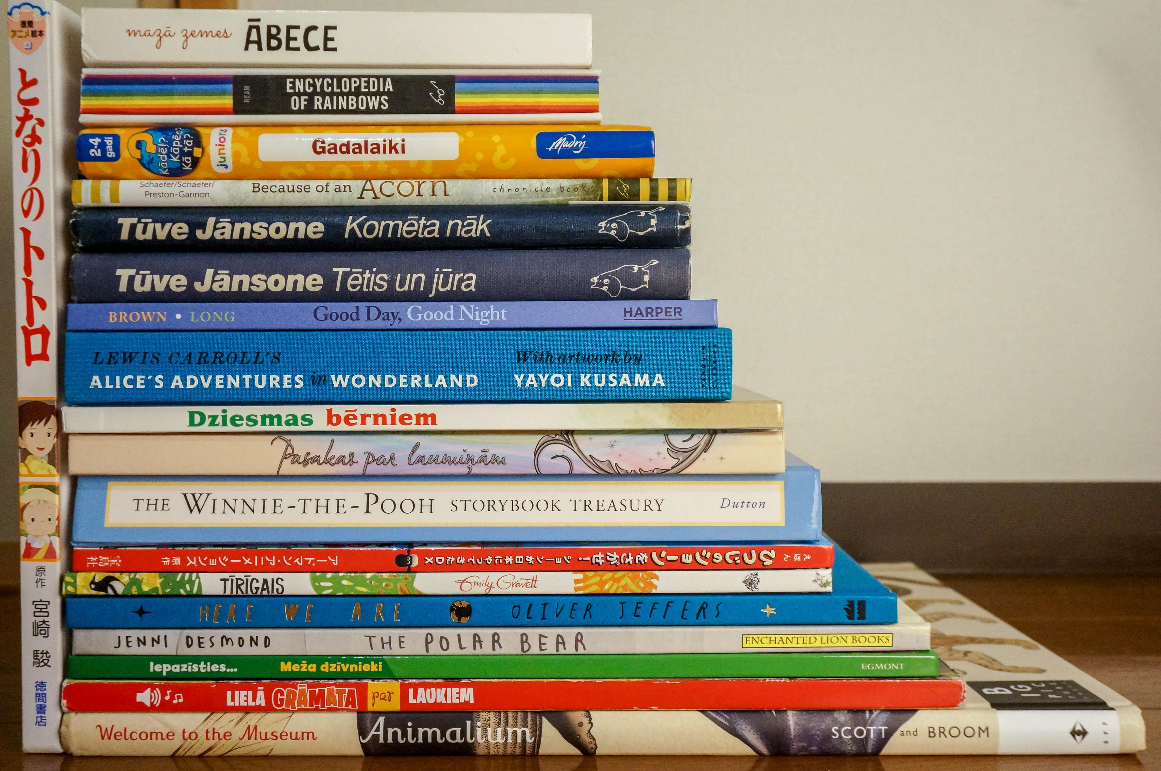 Vakara grāmatas divgadniekam