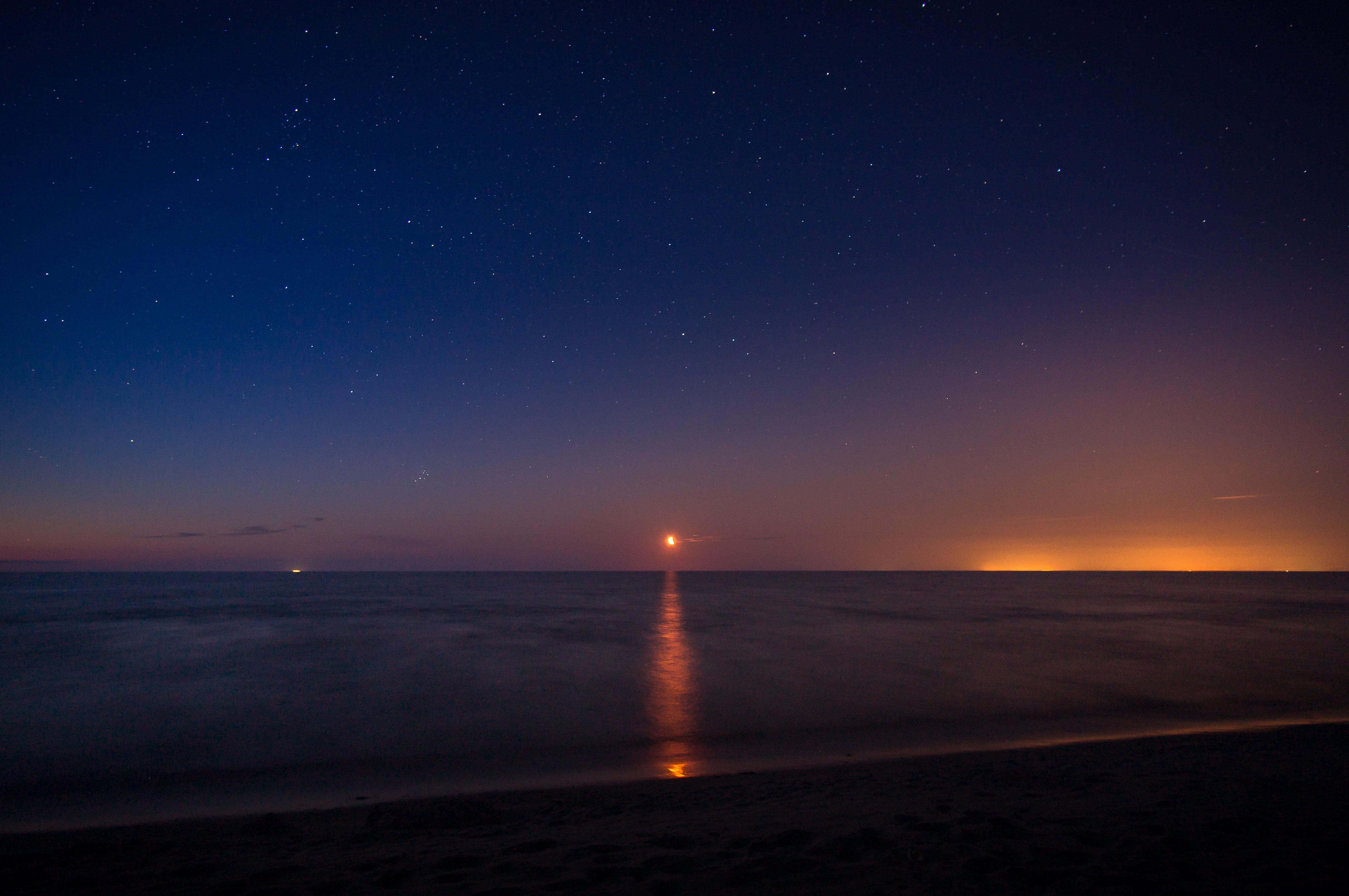 Mēnesslēkts un piena ceļš Ķesterciema jūrmalā